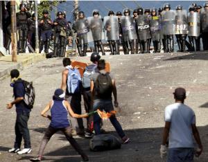A força do povo contra a força de Maduro