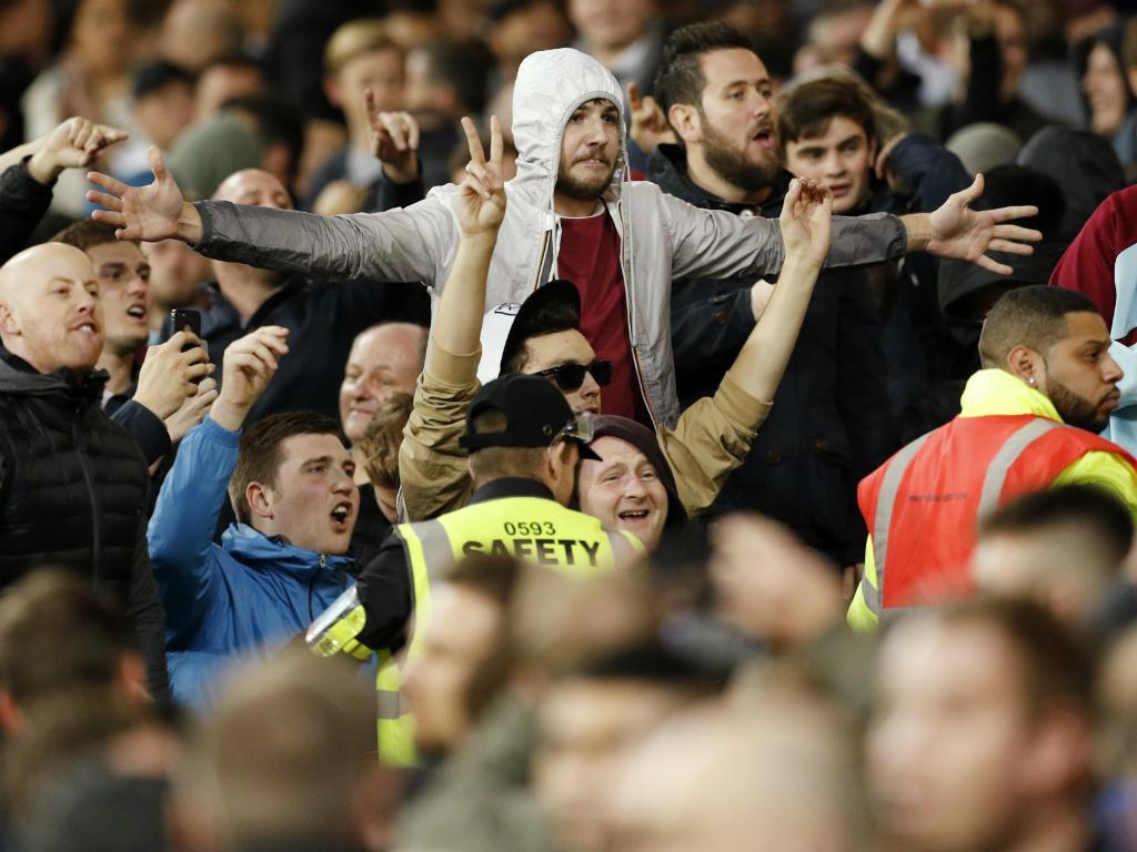 West Ham elimina Chelsea e adeptos entram em confronto
