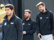 Barcelona: lesionados Iniesta e Piqué em evento com toda a equipa