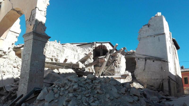 Sismo em Itália. O terramoto, de intensidade 6,5 na escala de Richter, foi o mais violento dos últimos 36 anos no país
