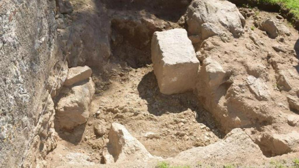 Vestígios de aqueduto romano encontrados em Évora