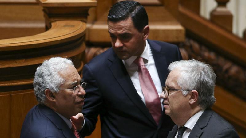Primeiro-ministro, António Costa com os ministros do Planeamento e das Infraestruturas, Pedro Marques, e o Adjunto, Eduardo Cabrita