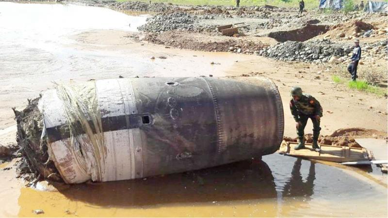 Objeto não identificado cai do céu na Birmânia