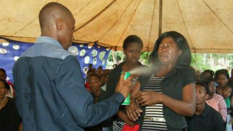 """Pastor na África do Sul """"cura"""" fiéis com pesticida"""
