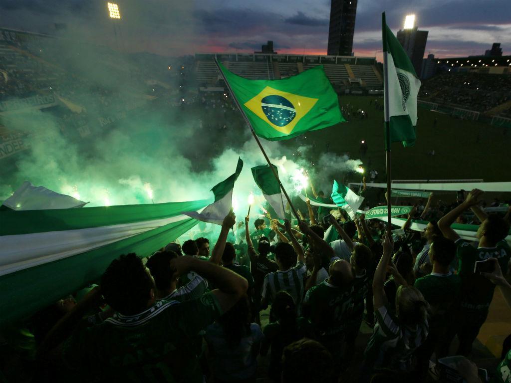 No estádio, à hora da final: a homenagem à Chapecoense