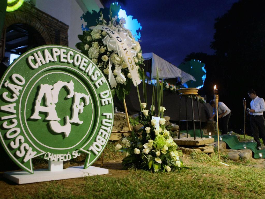 Homenagem à Chapecoense, no Estádio Atanasio Girardot, em Medellín (EPA/Lusa)