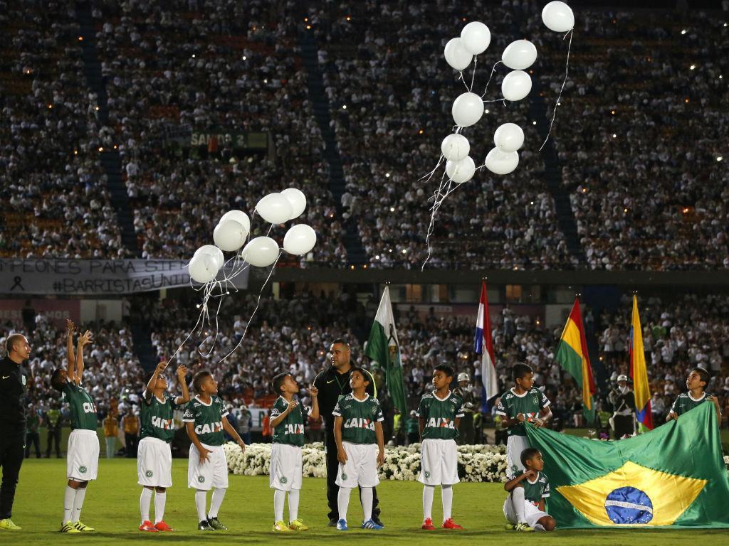 No estádio, à hora da final: a homenagem do Atletico Nacional à Chapecoense