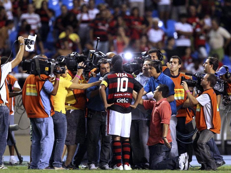 Podes ir, Ronaldinho, que o futebol ainda continuará (por ti) a sorrir