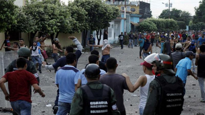 Protestos e pilhagens na Venezuela
