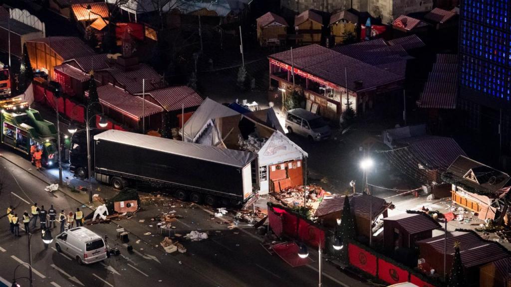 Berlim: camião usado no ataque removido do local