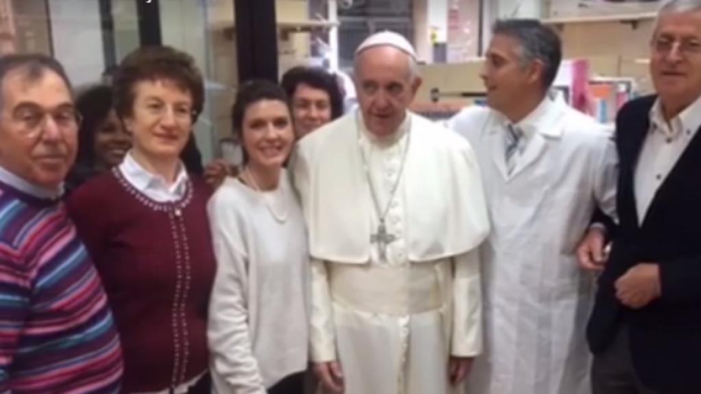 Papa vai às compras em Roma