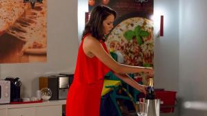 Mina brinda com Sara a vingança de António