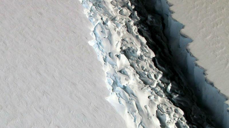 Bloco de gelo possui 5 mil km², área equivalente a 500 mil campos de futebol