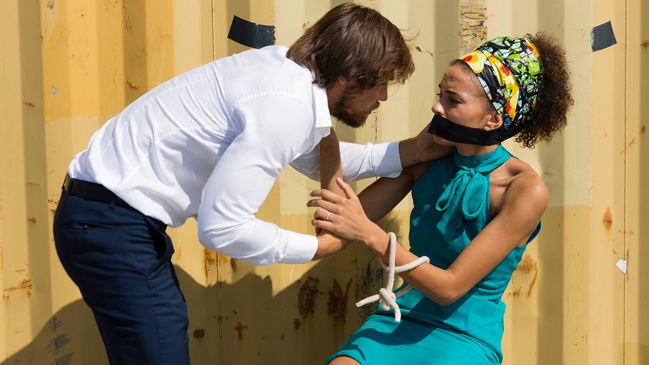 Luís Miguel salva Mara