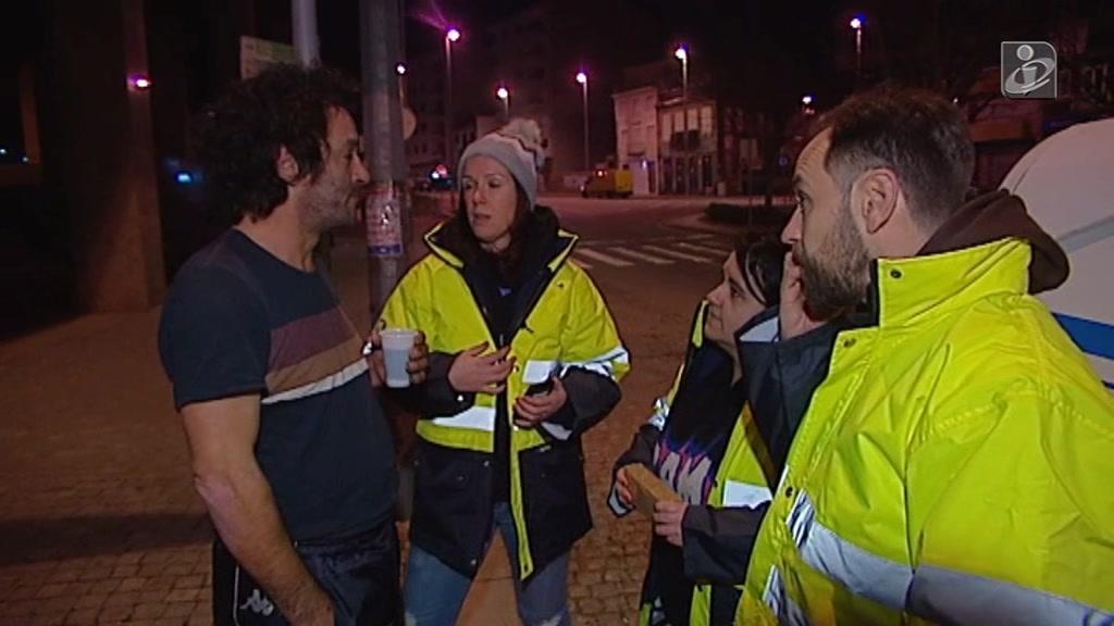 Frio obriga equipas de voluntários a socorrer os sem-abrigo