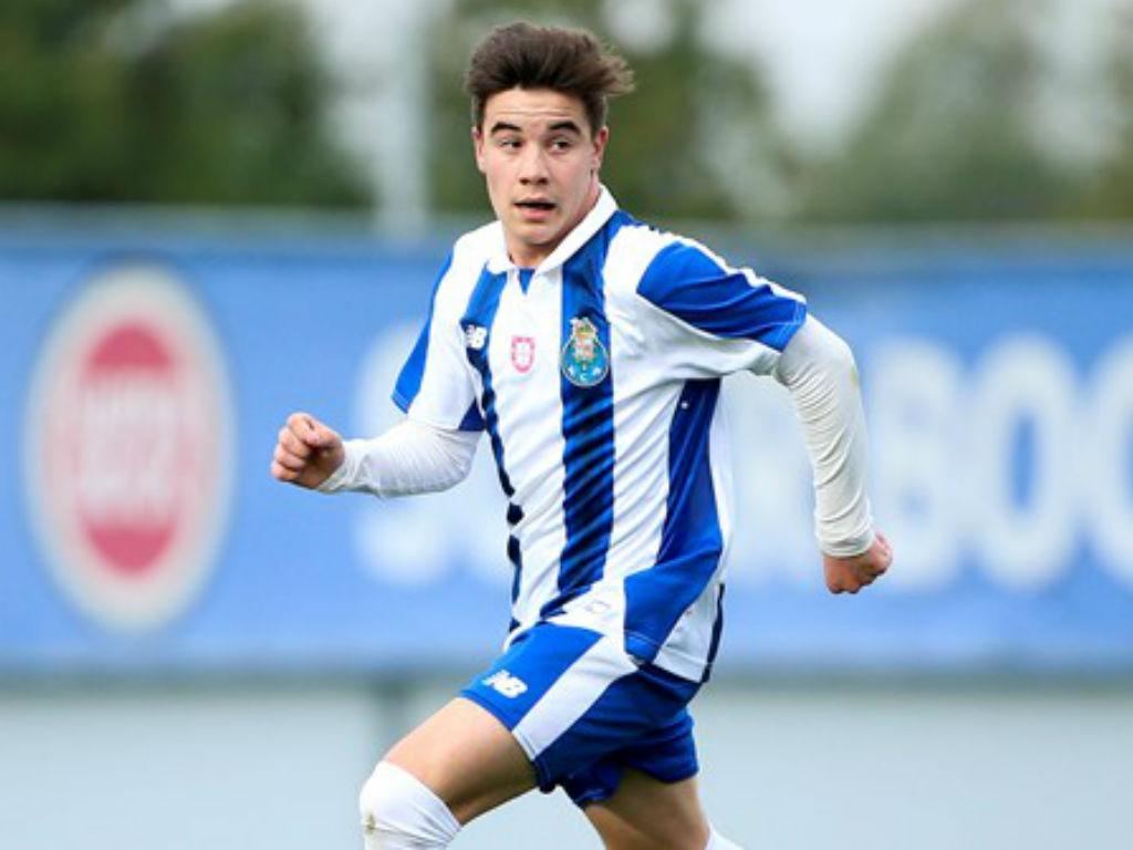 FC Porto assina contrato profissional com Estrela