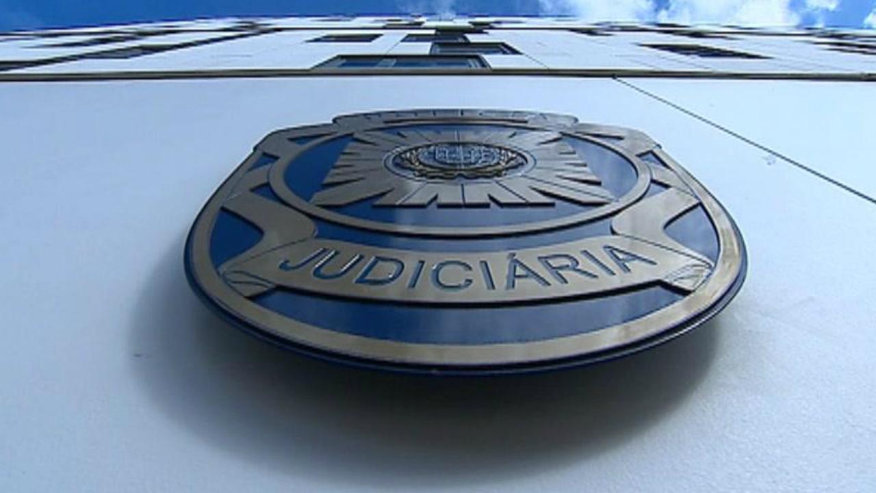 Homem detido por suspeita de homicídio e roubo de casal em Oeiras - TVI24