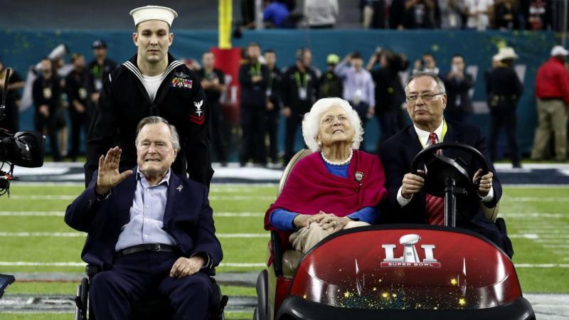 Antigo presidente George H.W. Bush e a antiga primeira dama Barbara Bush na Super Bowl