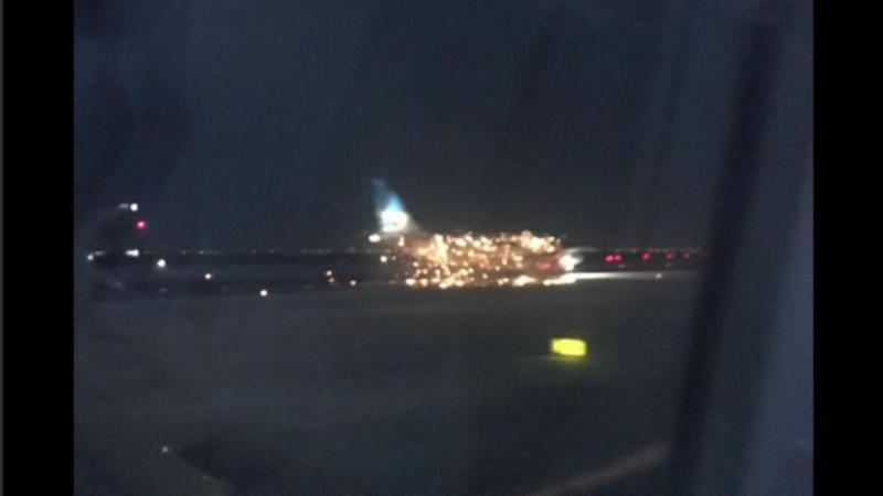 Motor de avião explode na pista de aeroporto