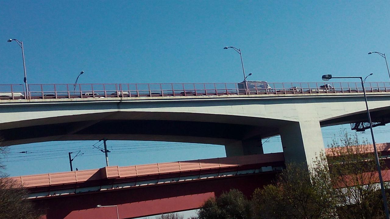 Acidente corta trânsito na Ponte 25 de Abril