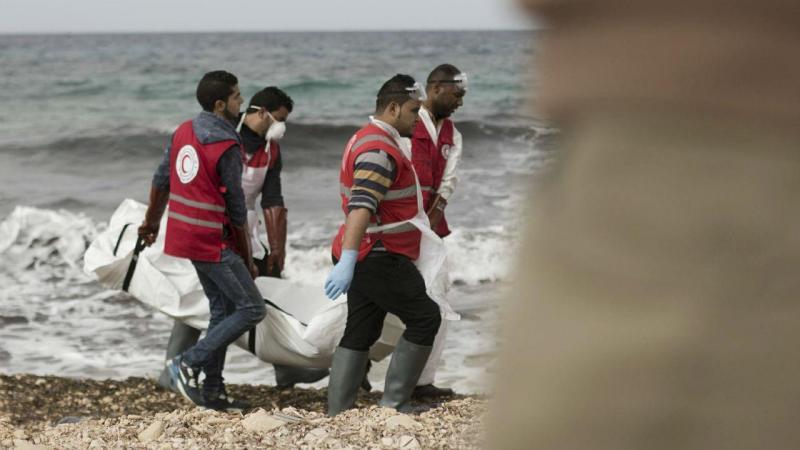 Dezenas de corpos de migrantes dão à costa na Líbia