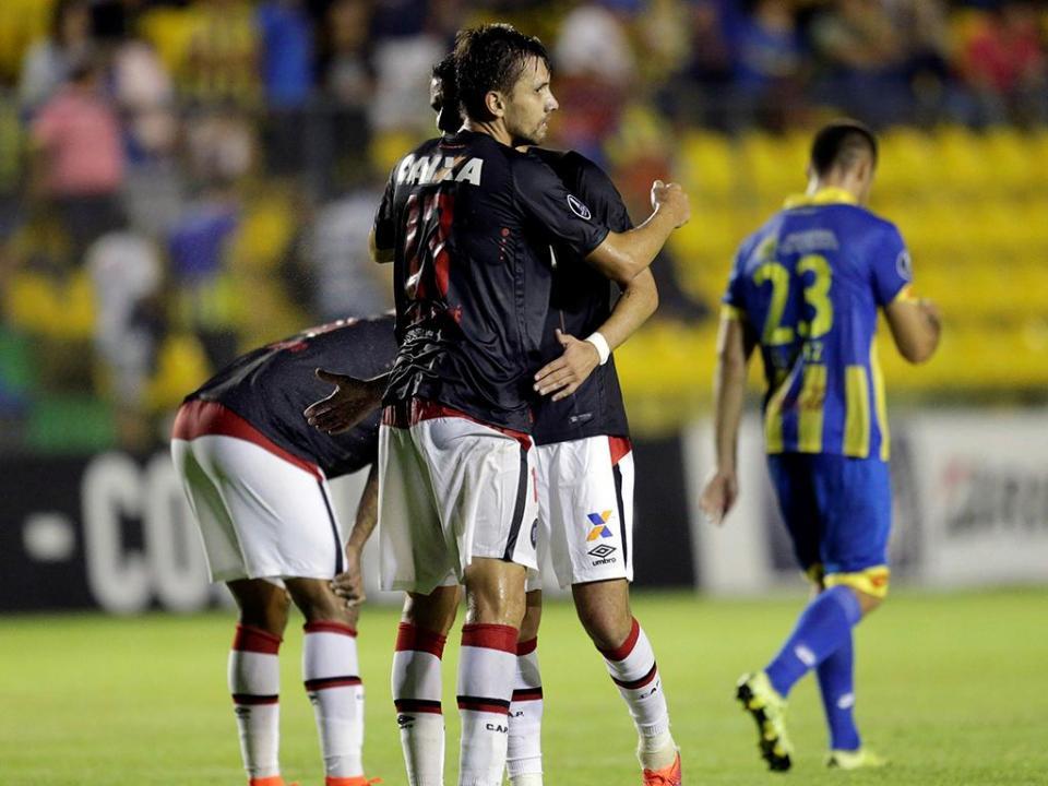 Ex-portistas carimbam oitavos da Libertadores a San Lorenzo e Atlético PR