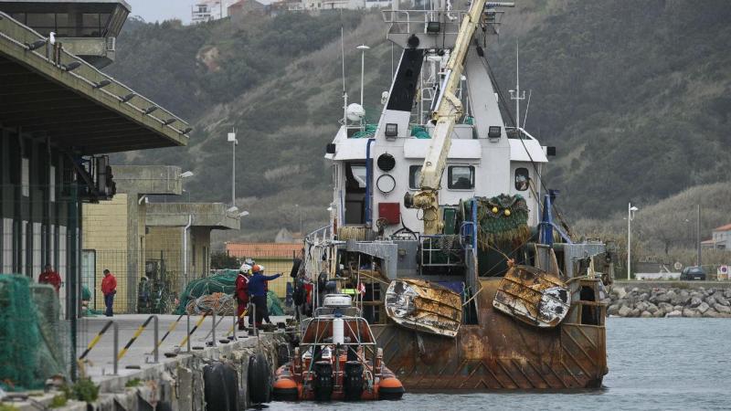 Nazaré: barco 'pesca' bomba