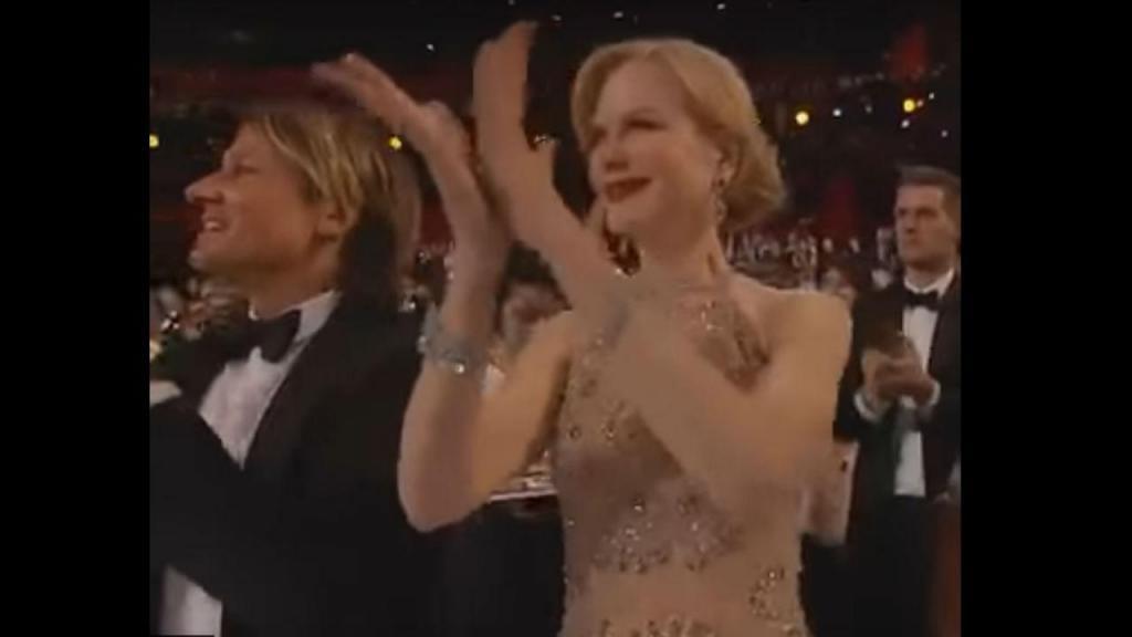 Nicole Kidman a bater palmas