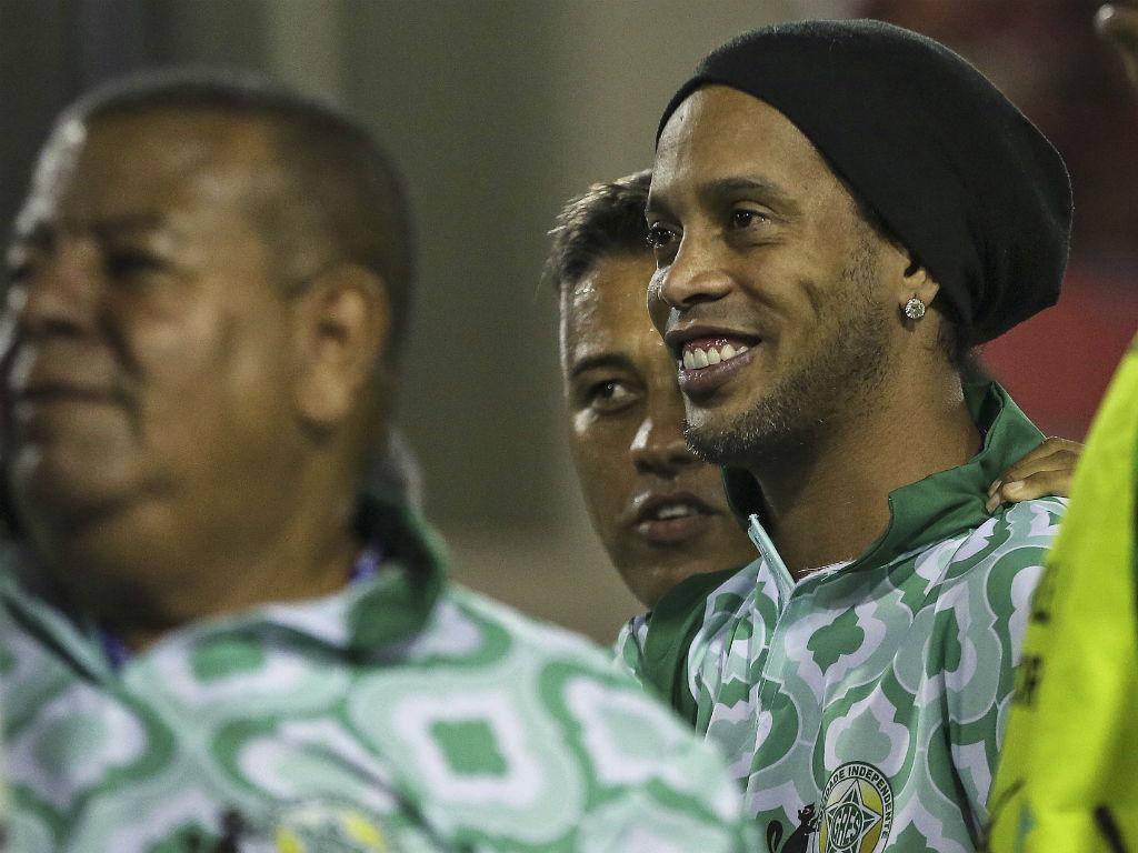 Ronaldinho e Bolt não faltaram ao Carnaval