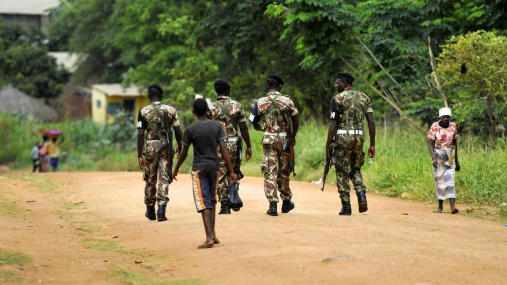Patrulha militar na Gorongoza (Moçambique)