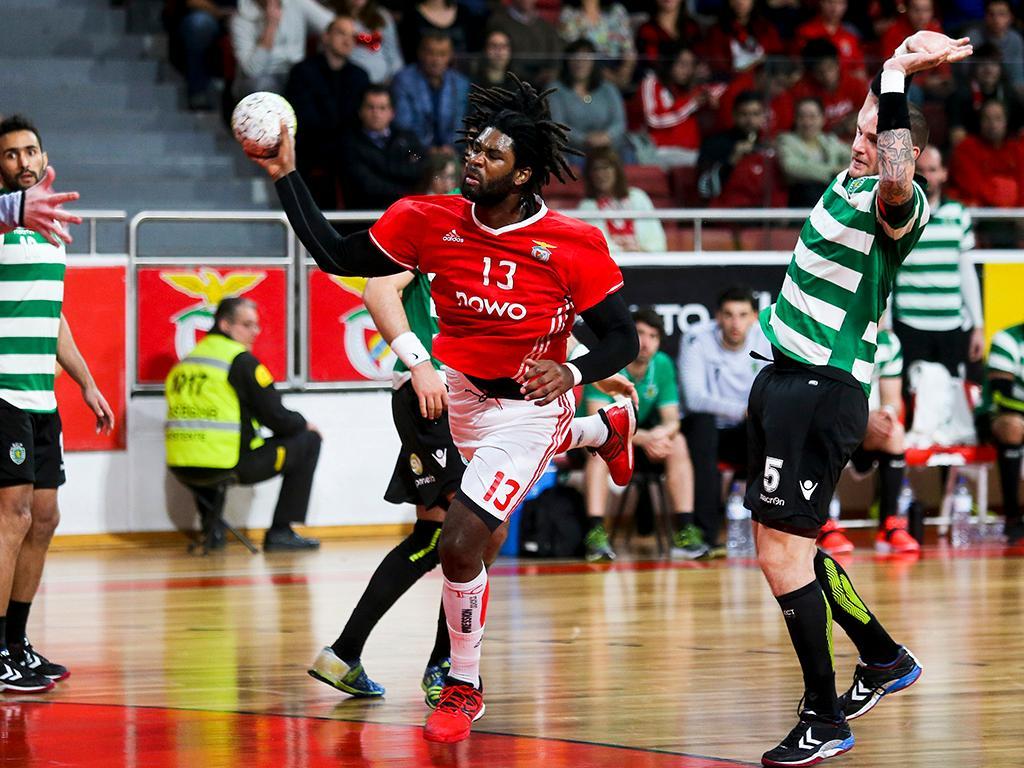 Andebol Benfica E Sporting Empatam Na Luz E Atrasam Se