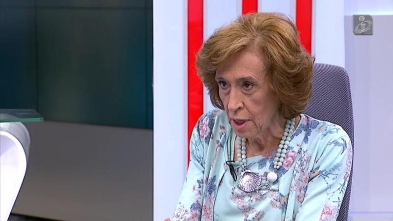Ferreira Leite acusa o Governo de não saber conviver com instituições independentes