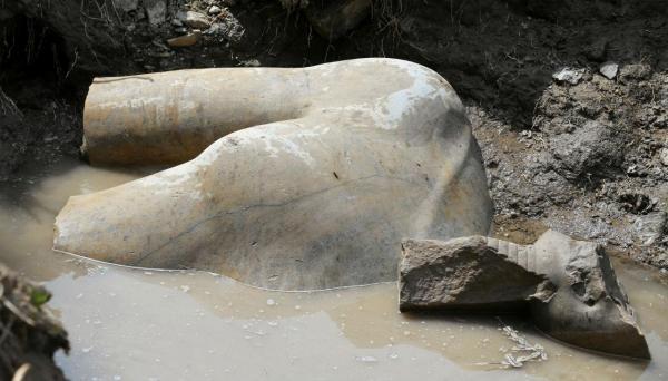 Resultado de imagem para faraó Psamético I estatua