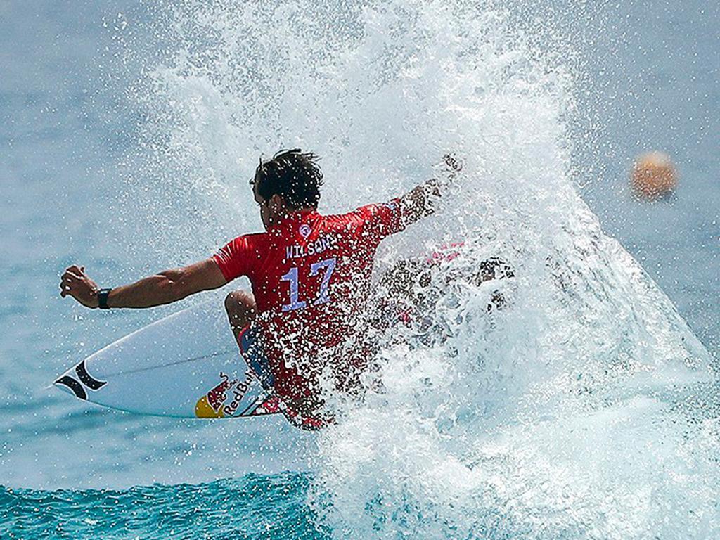Circuito Mundial De Surf : Circuito mundial de surf torna a ser interrompido por tubarão spot