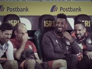 Boateng e Ribéry a rirem de Robben