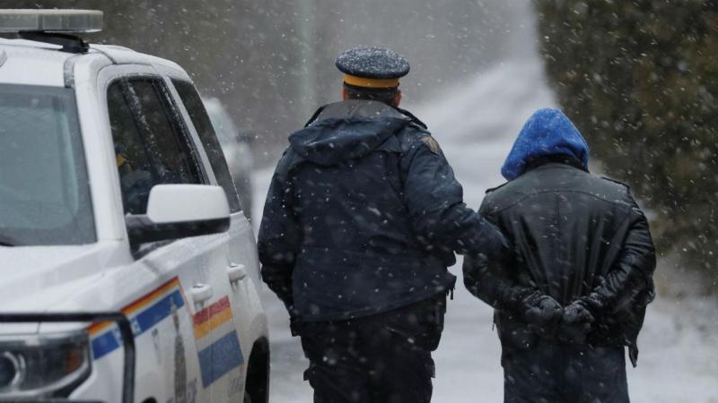 Refugiados fogem a pé para o Canadá