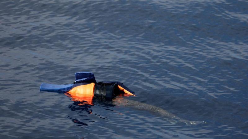 Barco afunda-se ao largo da costa da Líbia