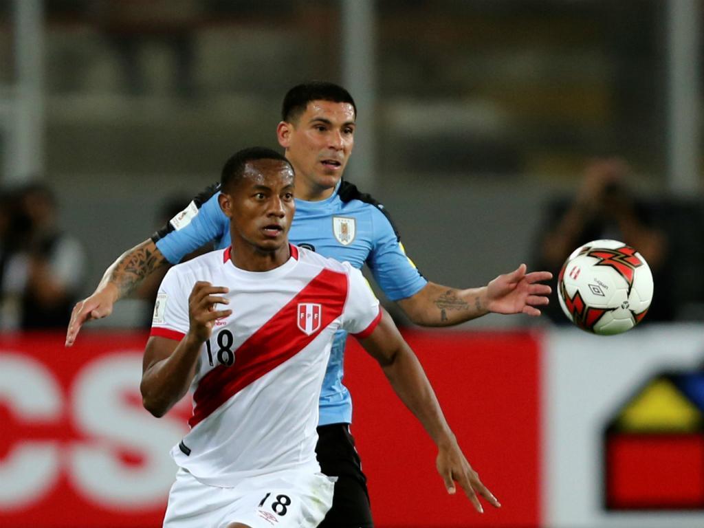 Carrillo e Maxi - Peru vs Uruguai (Reuters)