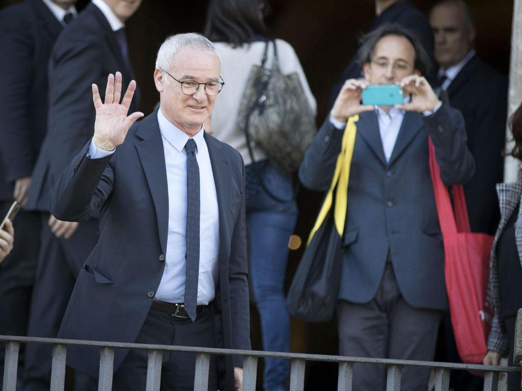 Itália: agora foi a cidade de Roma a distinguir Claudio Ranieri