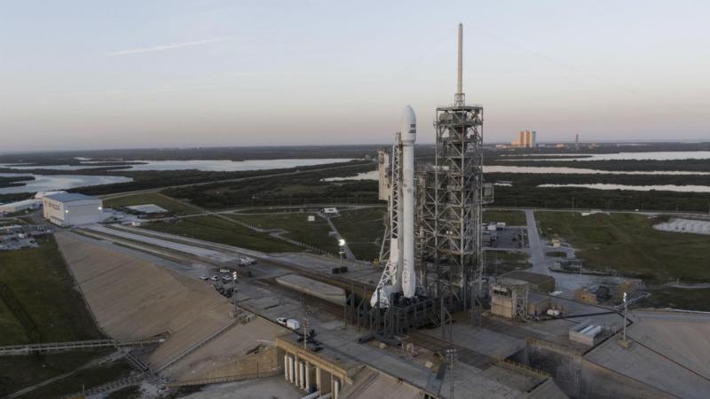 SpaceX lança foguetão reutilizável