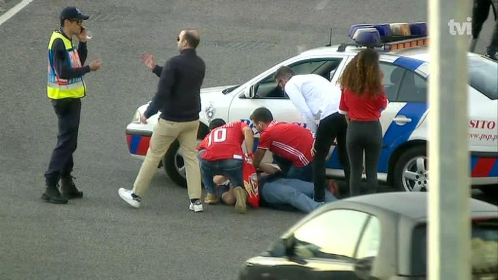 Adepto ferido junto ao Estádio da Luz