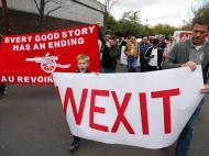 Protestos dos adeptos do Arsenal (Reuters)