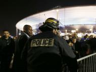 13 de novembro de 2015: três bombistas-suicidas fazem-se explodir nas imediações do Stade de France, onde se disputava um particular entre França e Inglaterra. Um deles foi travado por um segurança quando tentava entrar no estádio. Neste contexto morreram quatro pessoas, contando com os três bombistas, mas foi uma noite de terror em toda a cidade de Paris, com um conjunto de ataques terroristas que provocou 130 mortes.