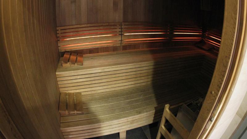 Mãe e filha morrem trancadas em sauna. Maçaneta partiu