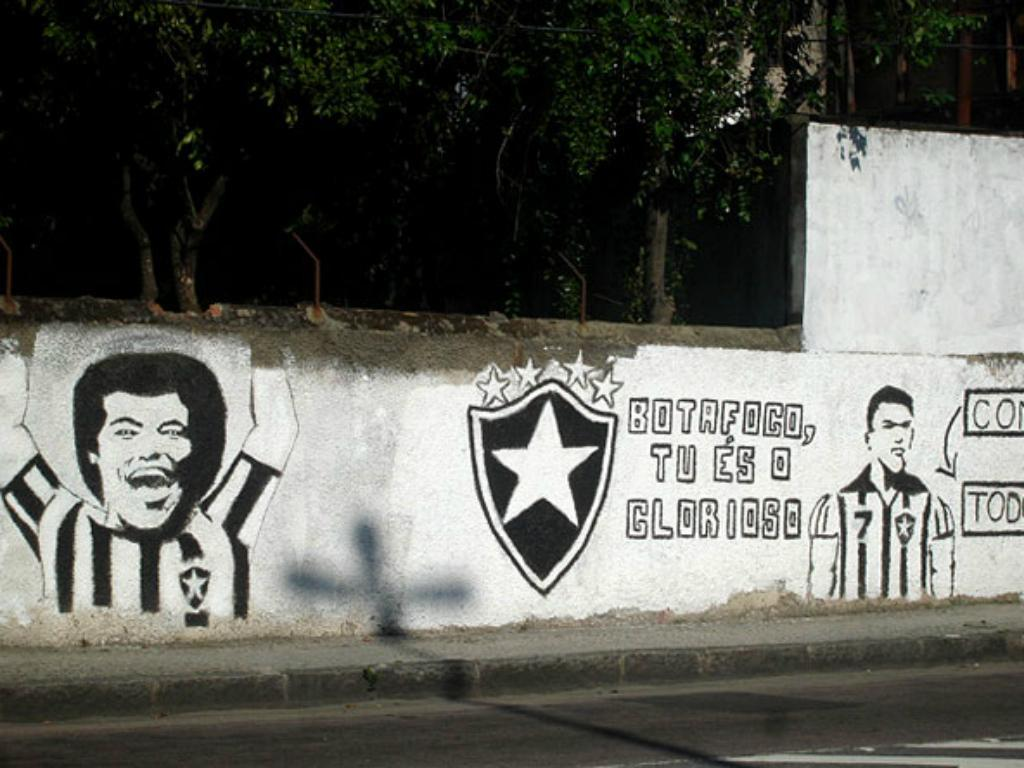 PLAY: barba, cabelo e bigode contra a ditadura