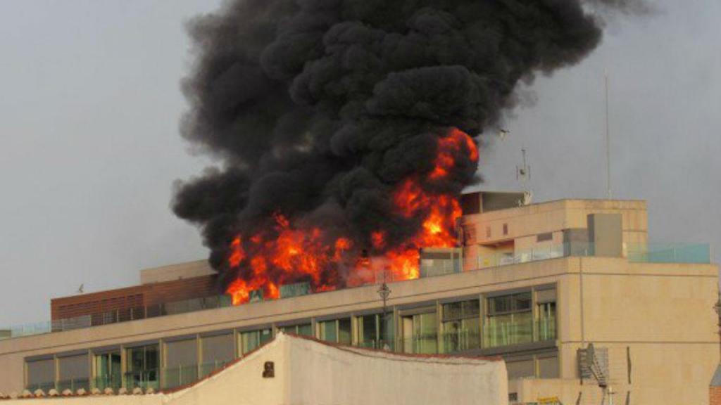Incêndio na cobertura do Hotel Gran Vía Capital em Madrid