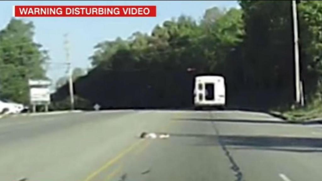 Menina cai de autocarro em Harrison, Arkansas, EUA