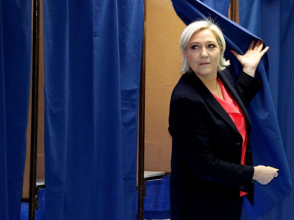 Marine Le Pen votou na localidade de Hénin-Beaumont