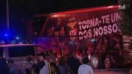 Saída tranquila do autocarro do Benfica em Vila do Conde