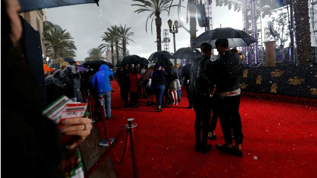Chuva de granizo interrompe desfile da MTV